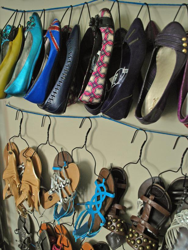Organizador Para Baño Reciclado: en el piso de diferentes alturas para los zapatos, botas y carteras